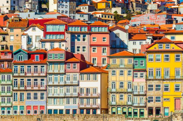 Traditionnelles maisons colorées des bords du Douro, à Porto.